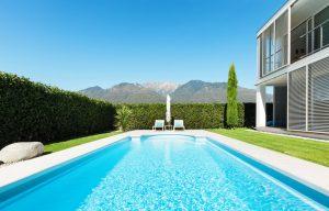 Belle villa moderne avec une belle piscine